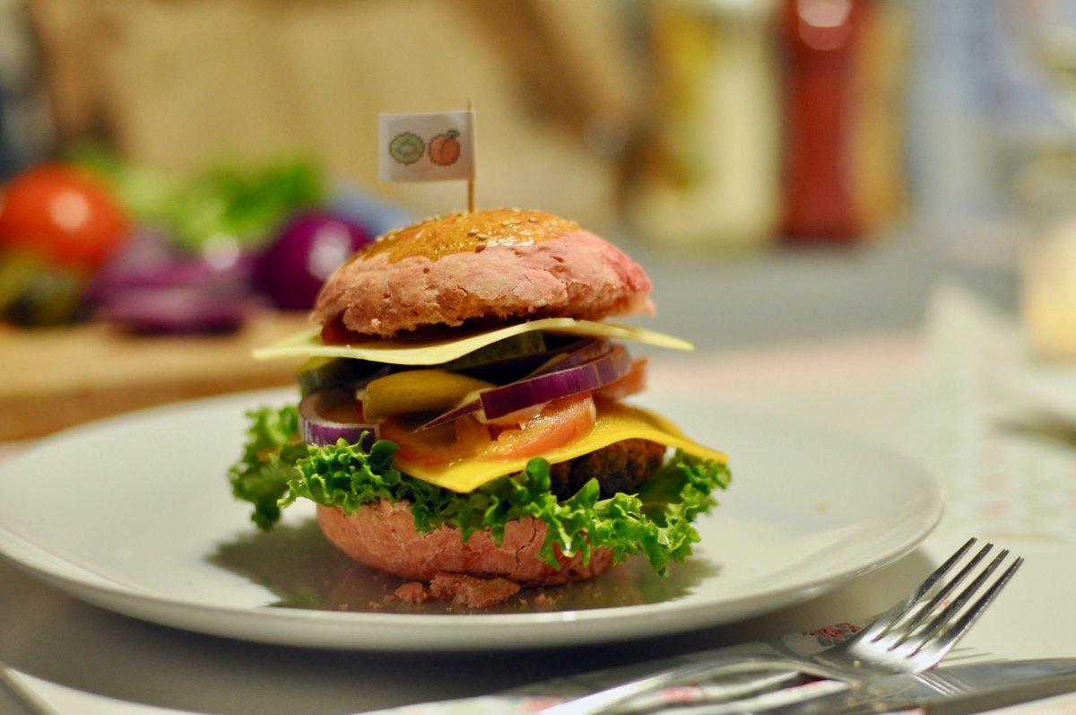 Double Cheeseburger Mit Rosa Burger Brötchen Rezept Kweach