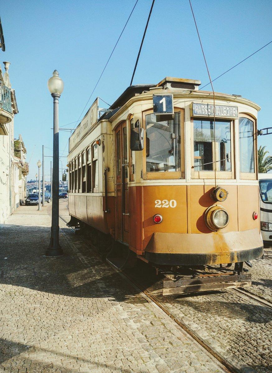 Straßenbahn Linie 1 Richtung Atlantik